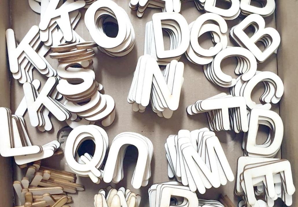 Aus der Lasermanufaktur: Viele Buchstaben